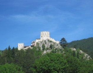 Schneeberg (2076m) - szép vár a túraútvonalunk közelében