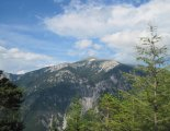 Rax-Alpok: Teufelsbadstubensteig - távolban a Schneeberg(2076m) csúcsa